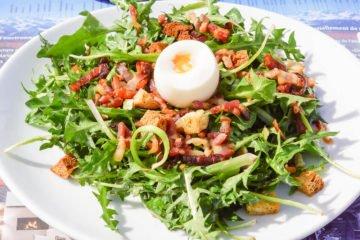 Cabane des Violettes - Salat mit Speck und Ei