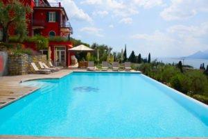 Hotel Bellevue San Lorenzo Malchesine - Pool mit Poolvilla