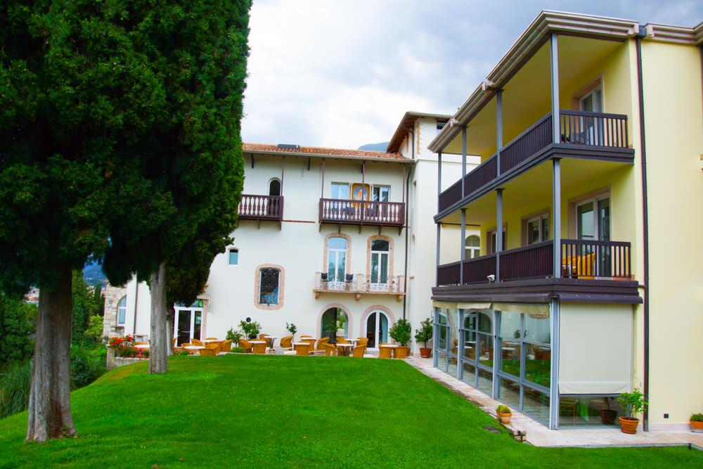 Hotel Bellevue San Lorenzo Malcesine - Zimmer mit Garten