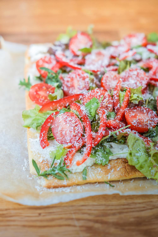Lauwarme Gemüse-Pizza mit Ziegenfrischkäse und Koriander 1