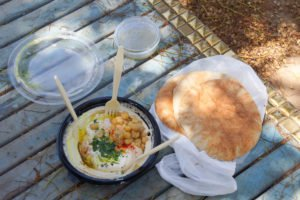 Hummus Abu Hassan,Tel Aviv-Yafo-Hummus und Brot