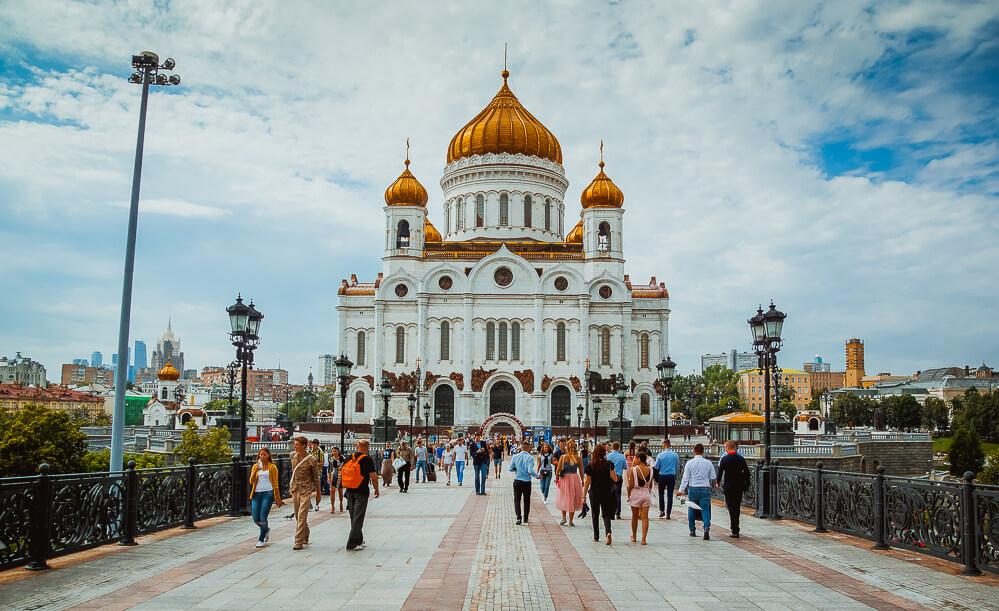 Moskau - Christ Erlöser Kathedrale von der Brücke über die Newa