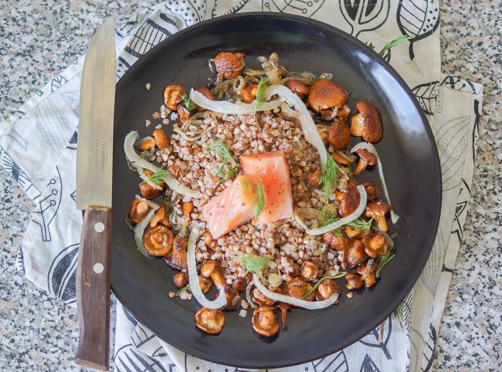 Lauwarmer Buchweizen-Pfifferlings Salat mit Räucherlachs 2