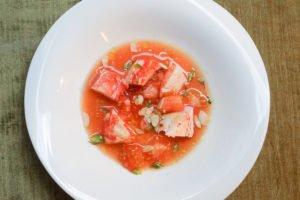Tomaten-Herzen und Hummer-Salat
