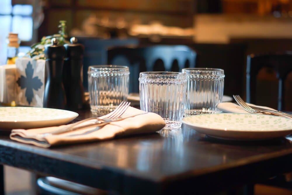 Nofar Restaurant Moskau - Schlichte edle Tischdeko