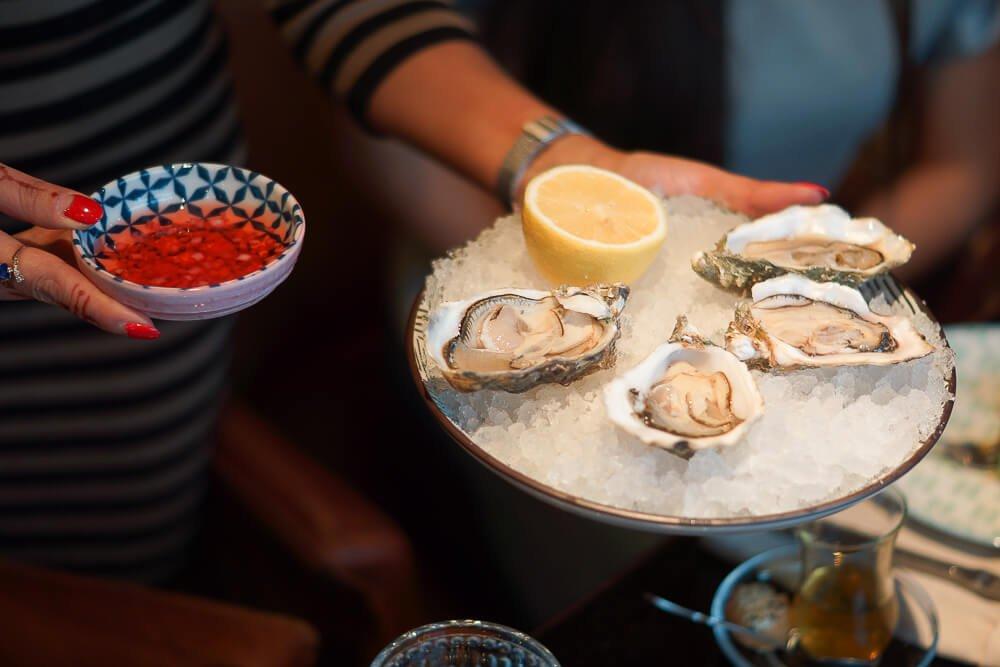 Nofar Restaurant Moskau - frische Austern mit Essigmarinade