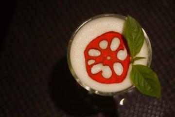 Black Thai Restaurant Moskau - Pandan Cocktail mit Lotus und Basilikum