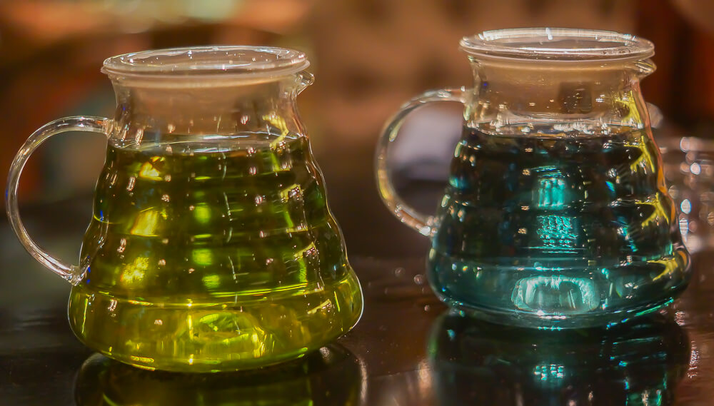 Black Thai Restaurant Moskau - farblich interessante Blüten-Tees