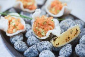 Kitchen Room Tallinn - Frisches Lachstatar mit Avocado