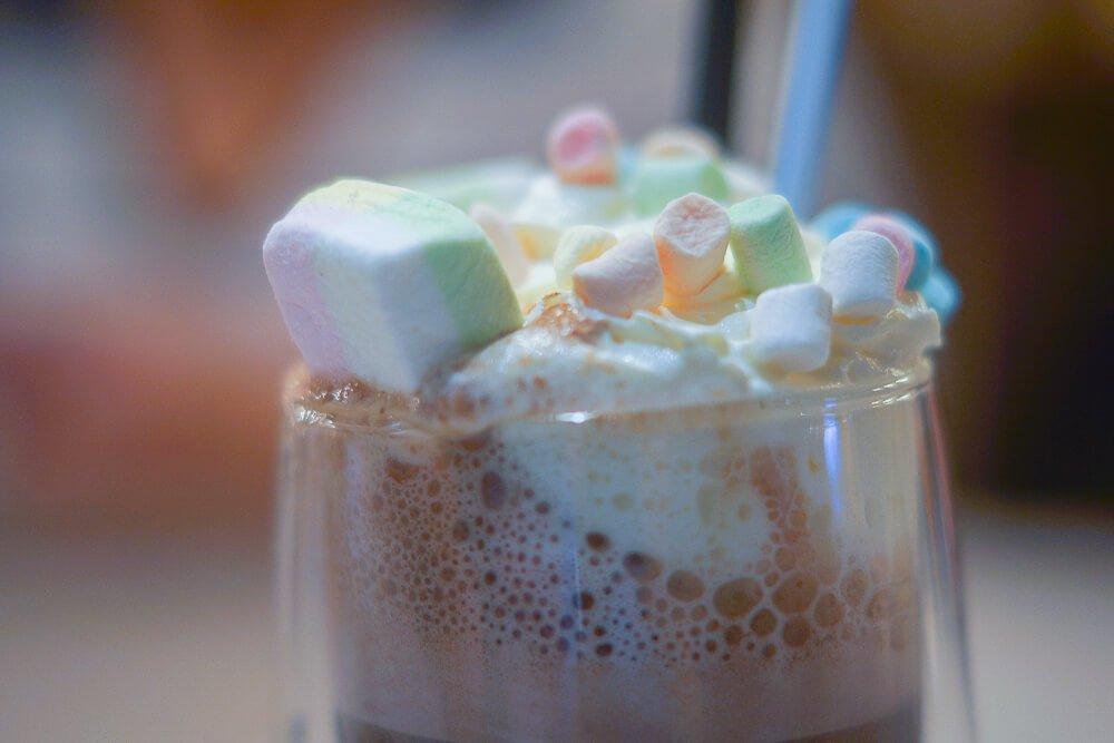 Kitchen Room Tallinn - heiße Schokolade mit Marshmellows