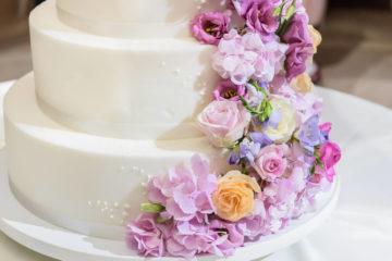 Wundervolle Dekorationen für Hochzeitstorten