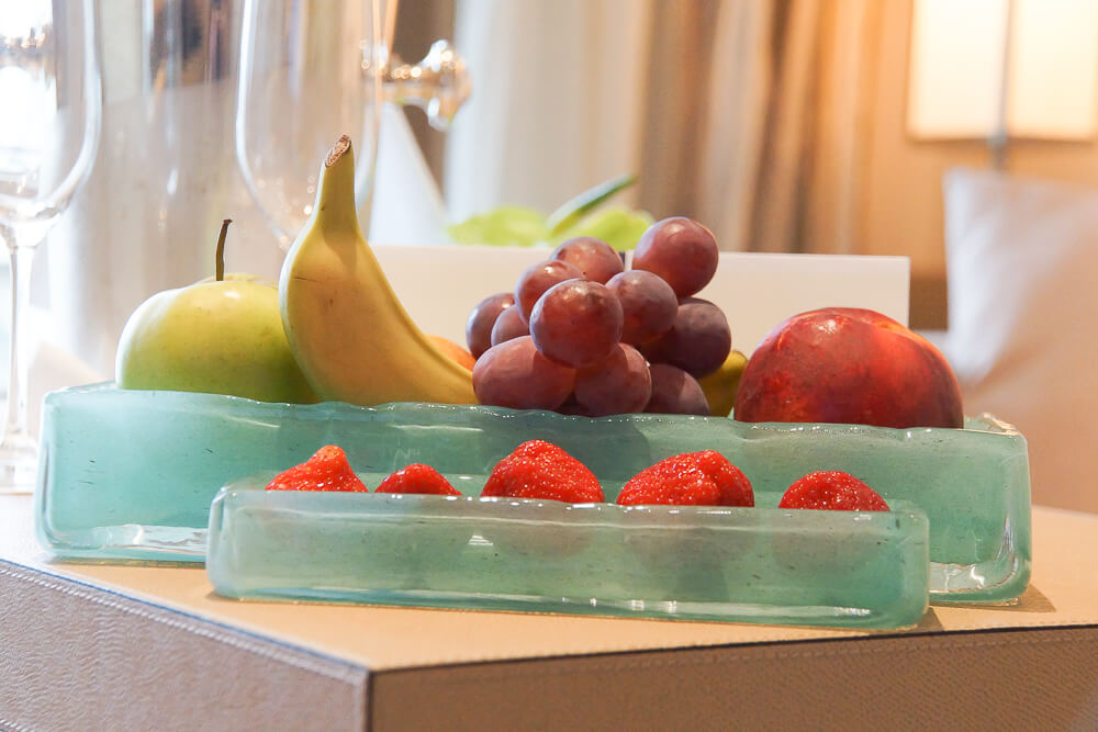 MS Europa 2 - Früchte im Zimmer bei Ankunft
