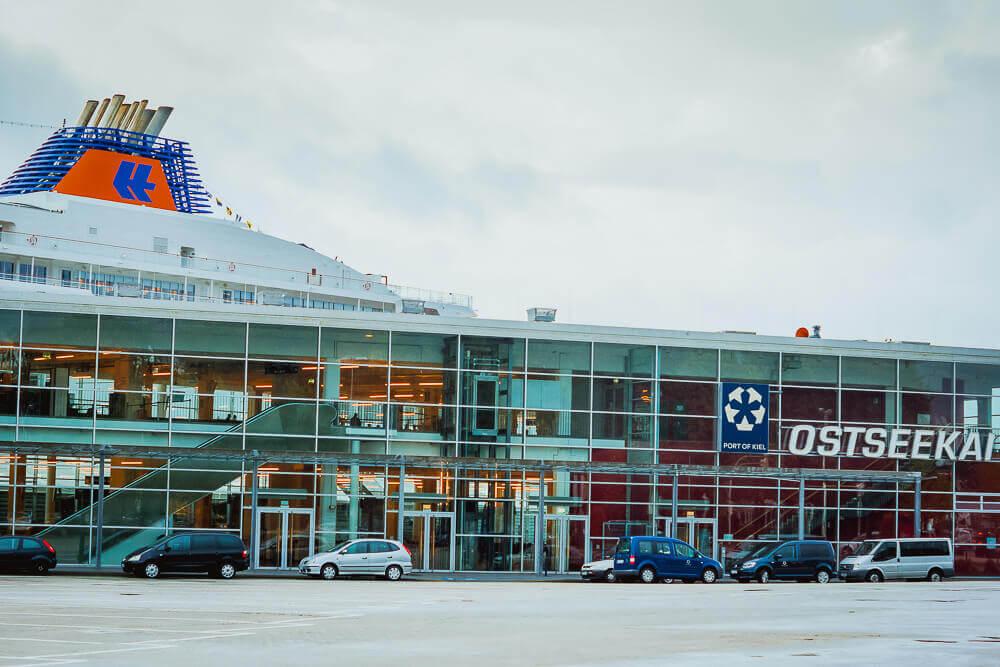MS Europa 2 - Liegeplatz in Kiel