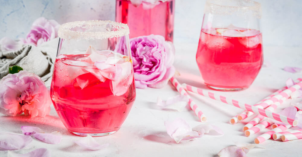 Pink Rose-Gin Cocktail mit Rosenlimonade