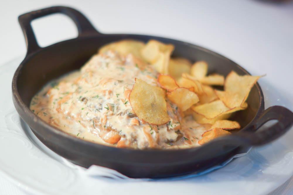 Grand-Café Dr. Zhivago - Karausche mit Pilzen, Kartoffen in Sour Cream