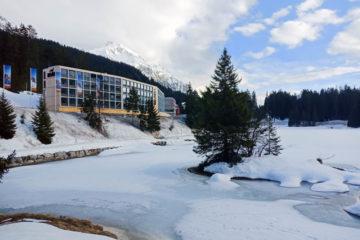 Revier Mountain Lodge Lenzerheide - Aussenansicht 3 mit Seeblick