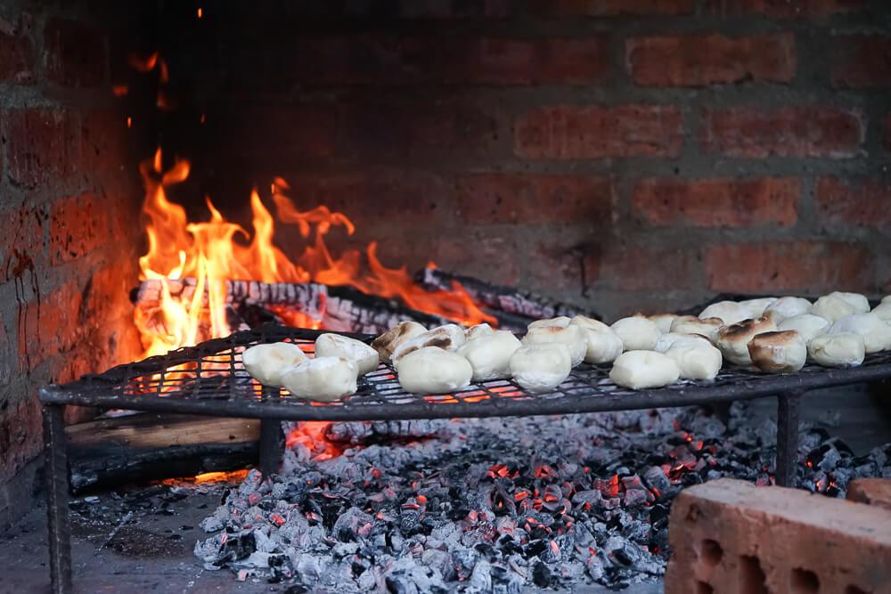Botlierskop Game Reserve & Villas - Brot über dem Feuer geröstet