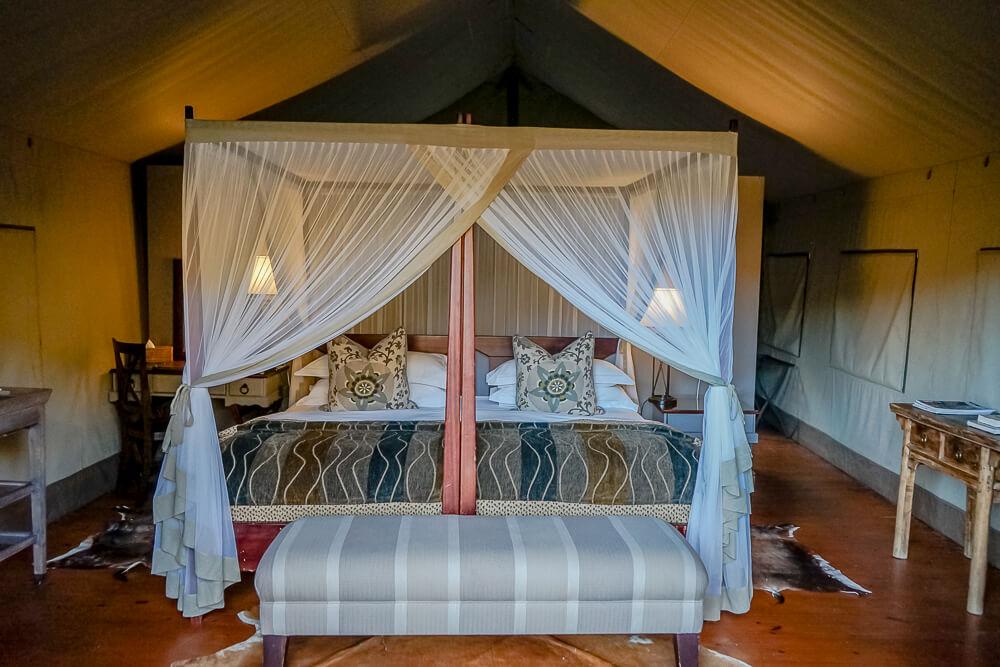 Botlierskop Game Reserve & Villas - Luxuszelt mit Bett