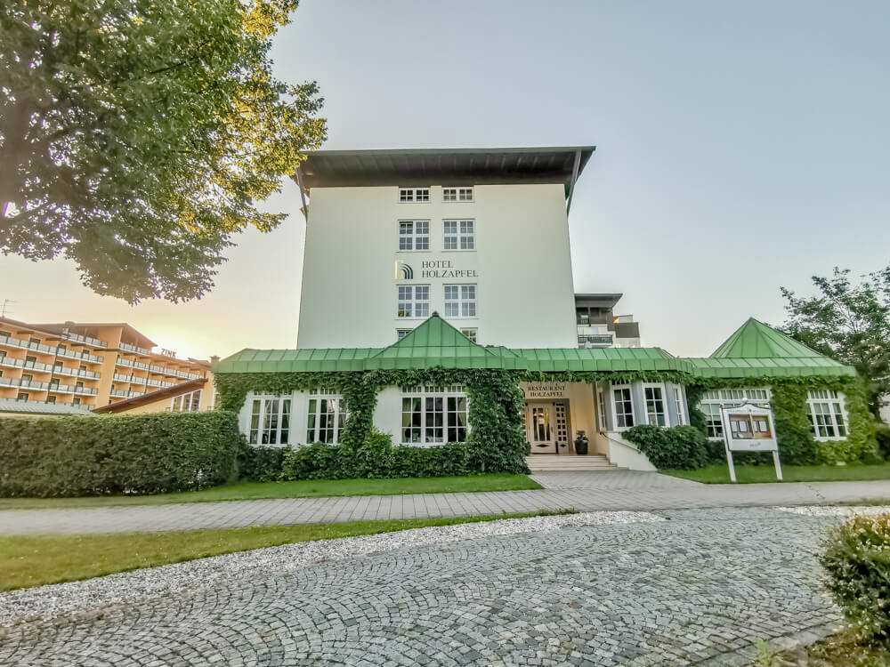 Hotel Holzapfel Bad Füssing - Altbau und Restaurant