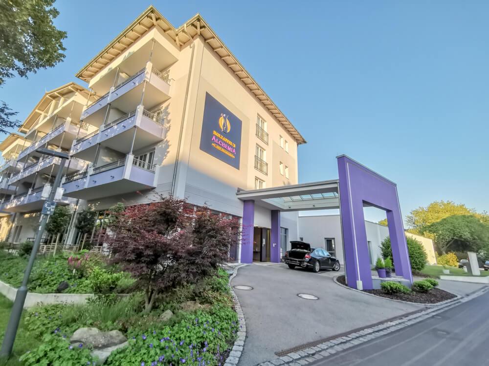 Hotel Holzapfel Bad Füssing - Einfahrt zur Lobby