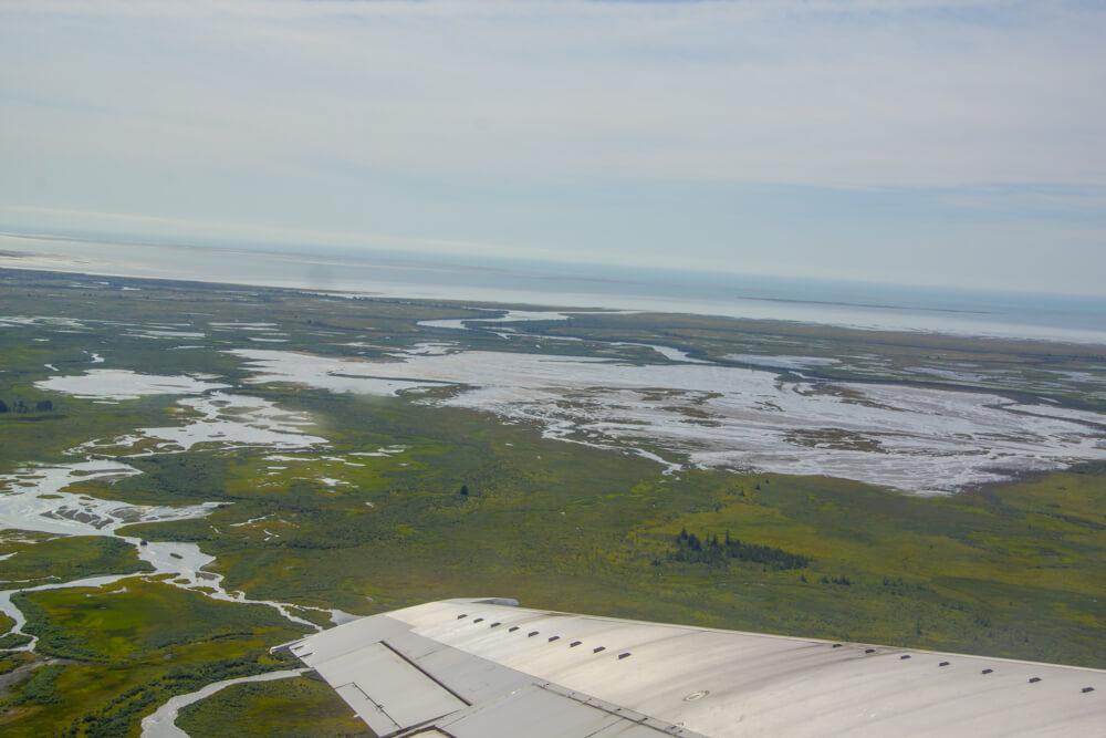 Kodiak, Alaska USA - Flug über Seen und Flüsse