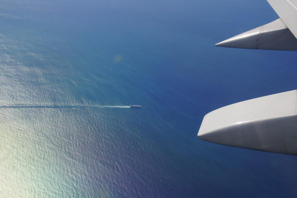 Kodiak, Alaska USA - Kreuzfahrtschiff vom Flugzeug aus