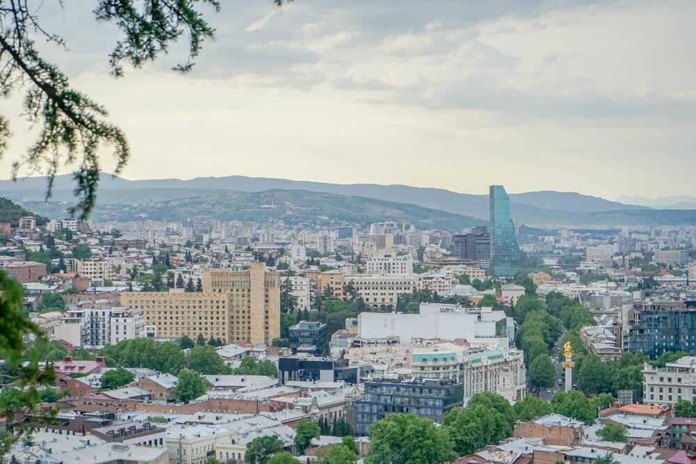 Mutter Georgiens - Mother of Georgia - Aussicht auf Tiflis