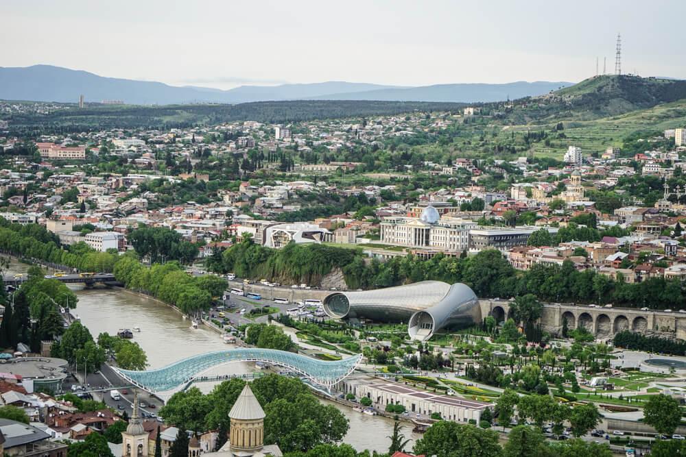 Mutter Georgiens - Mother of Georgia - Blick auf die moderne Innenstadt