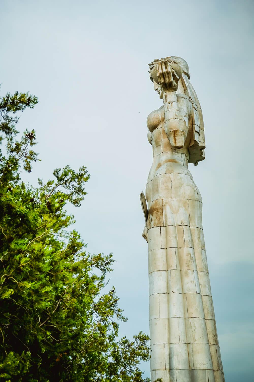 Mutter Georgiens - Mother of Georgia - Statue vom Park aus