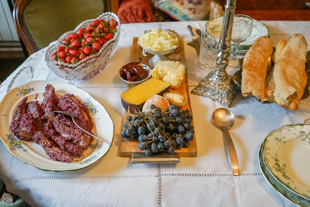 Supra Zeremonie, Georgien - Tisch halb eingedeckt