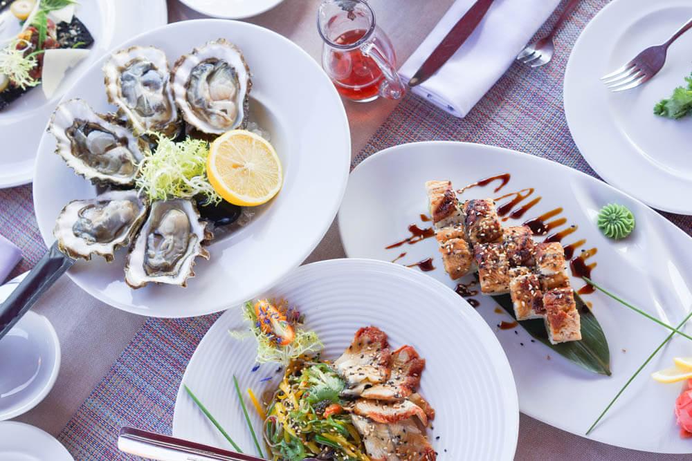 Chayka Restaurant, St. Petersburg - Austern und feine Salate