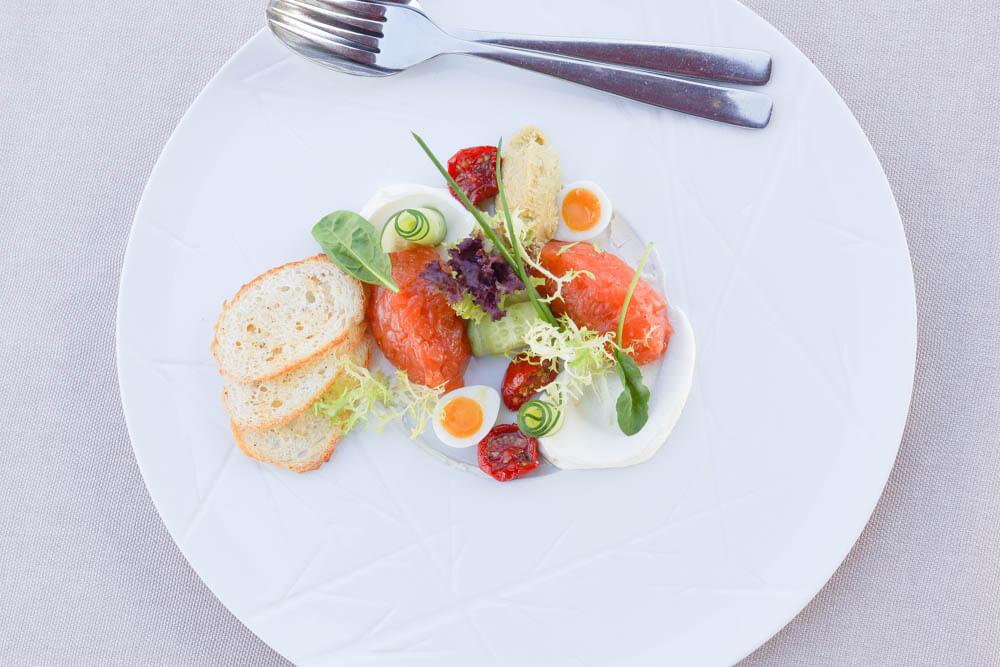 Chayka Restaurant, St. Petersburg - Lachstatar mit Wachtelei