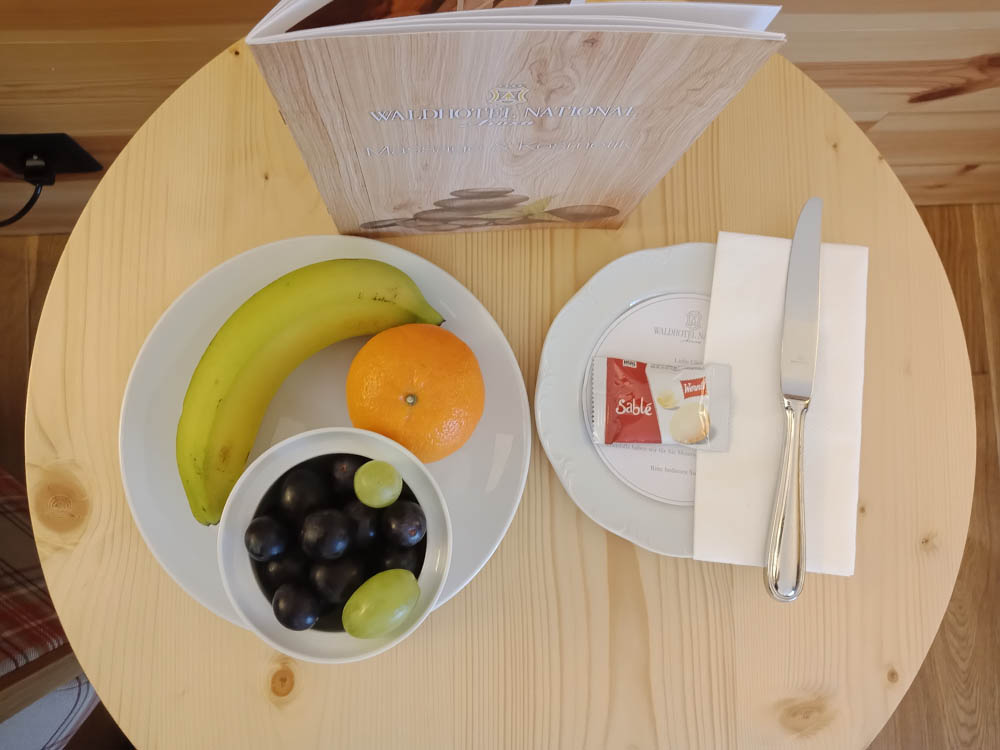 Waldhotel National in Arosa - Früchte auf dem Zimmer