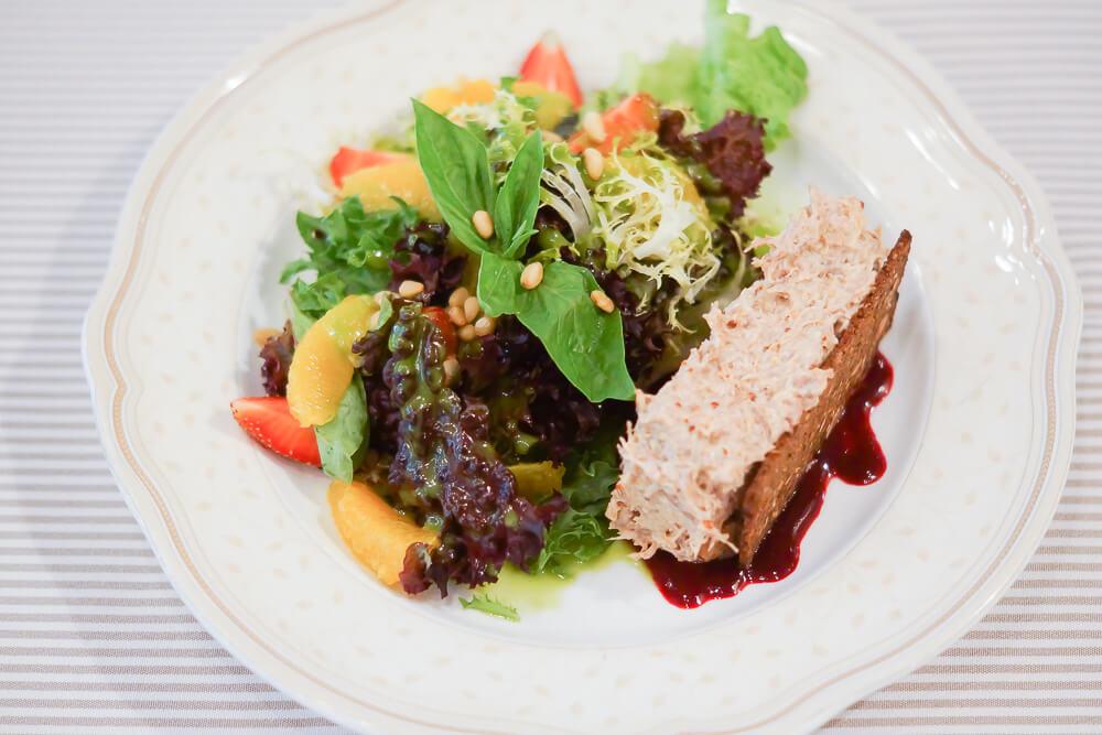 FermA Restaurant St. Petersburg - Entenrillete mit fruchtigem Salat