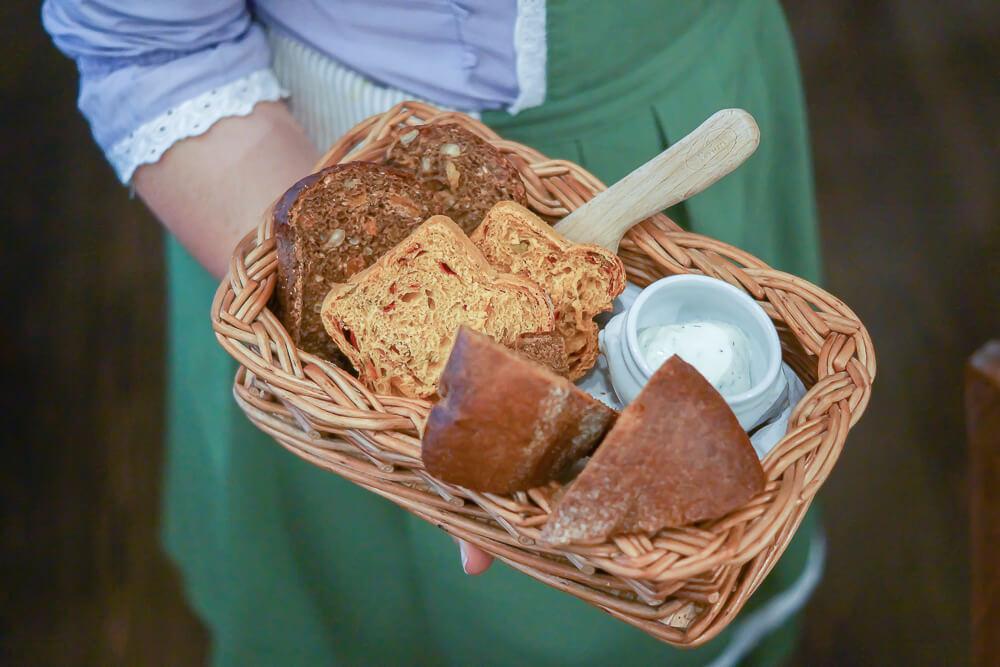 FermA Restaurant St. Petersburg - selbstgemachtes Brot