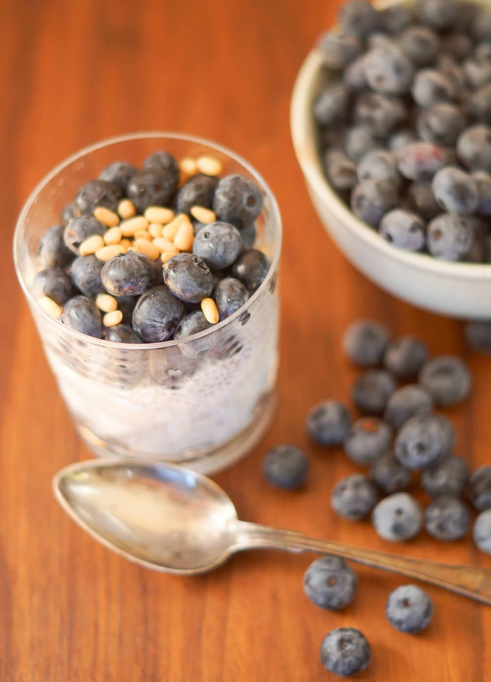 Rezept - Chia-Pudding mit Blaubeeren und Pinienkernen -1