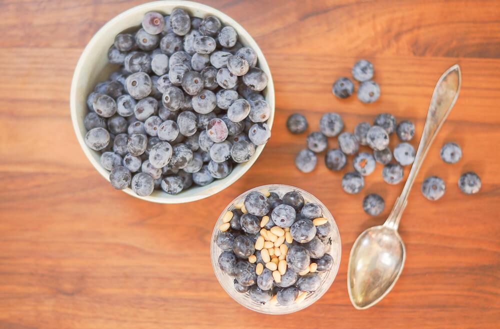 Rezept - Chia-Pudding mit Blaubeeren und Pinienkernen -4