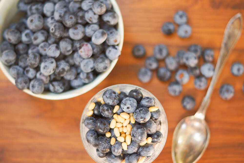Rezept - Chiapudding mit Blaubeeren und Pinienkernen -5