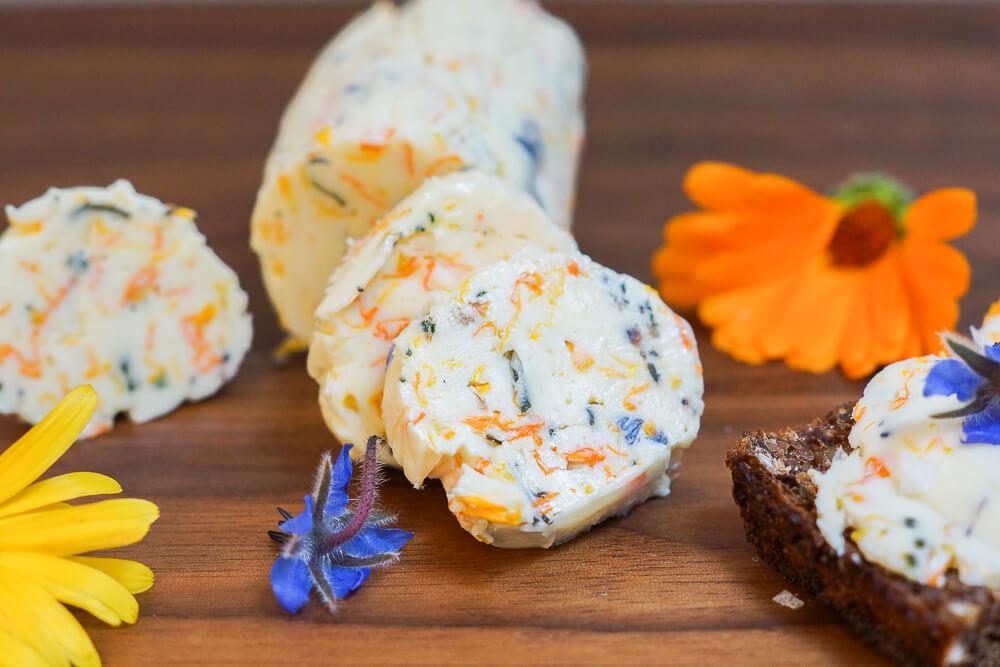 Ringelblumen-Butter mit Borretschblüten und Meersalz 3
