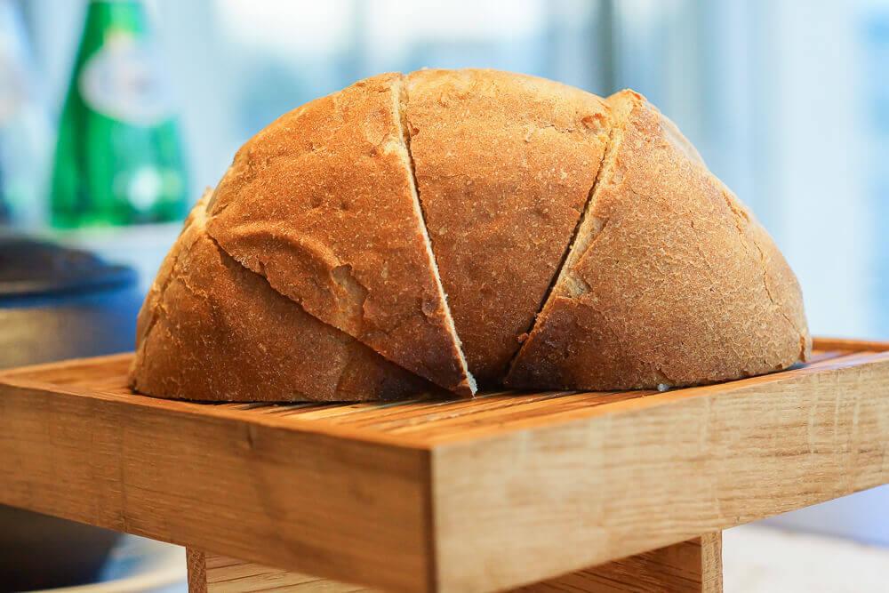 Twins Garden Restaurant Moskau - Brot gebacken in Erde