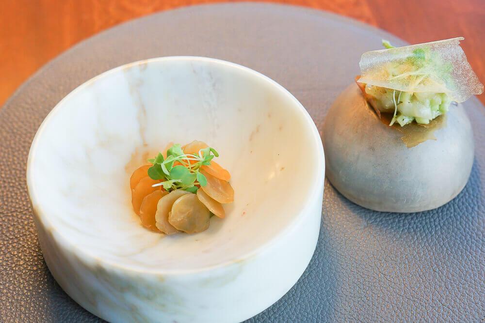 Twins Garden Restaurant Moskau - fermentierte Jakobsmuschel mit Feijoa