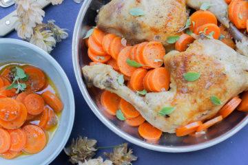 Maishähnchen-Keulen mit Kräuter-Karotten