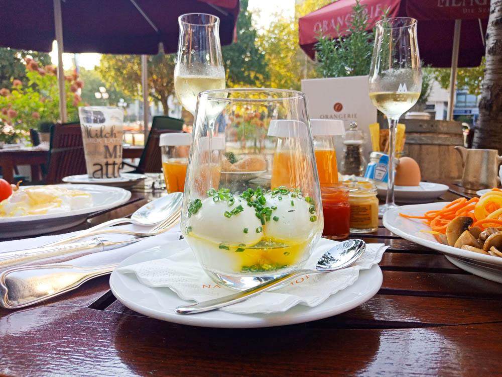 Frühstück und die Eier im Glas - Nassauer Hof Wiesbaden