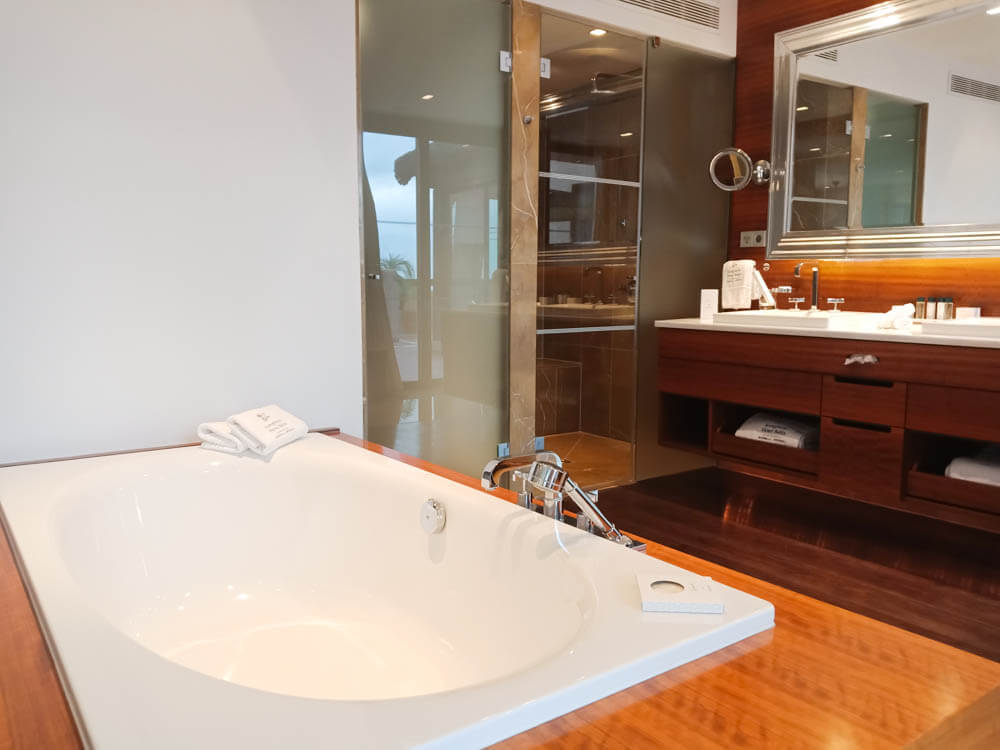 Kempinski Hotel Bahia - Wannenbad Suite