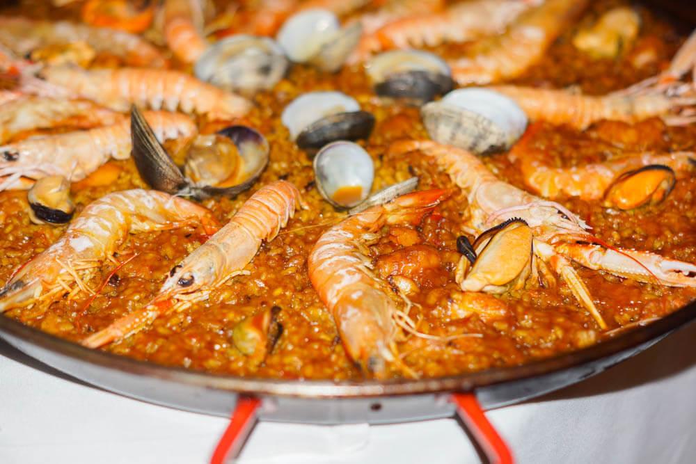 Kempinski Hotel Bahia - feine Seafood Paella aus dem Spiler Beach Club