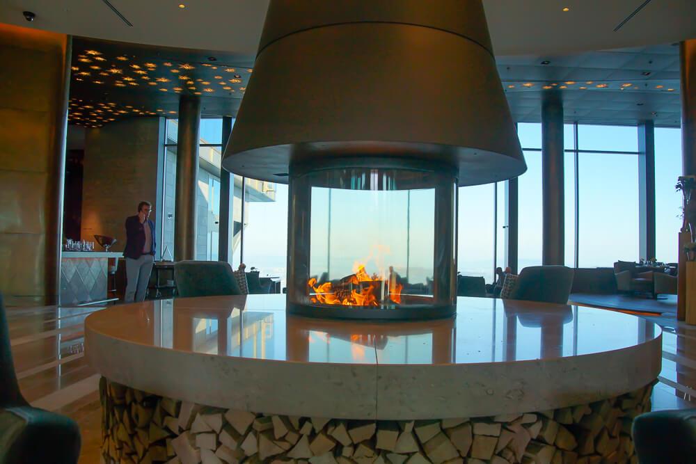 Bürgenstock Hotel - Kamin in der Lobby
