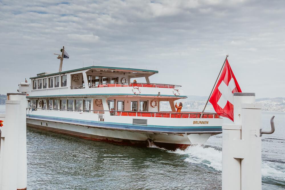 Bürgenstock Hotel - Schiff an der Anlagestelle Luzern