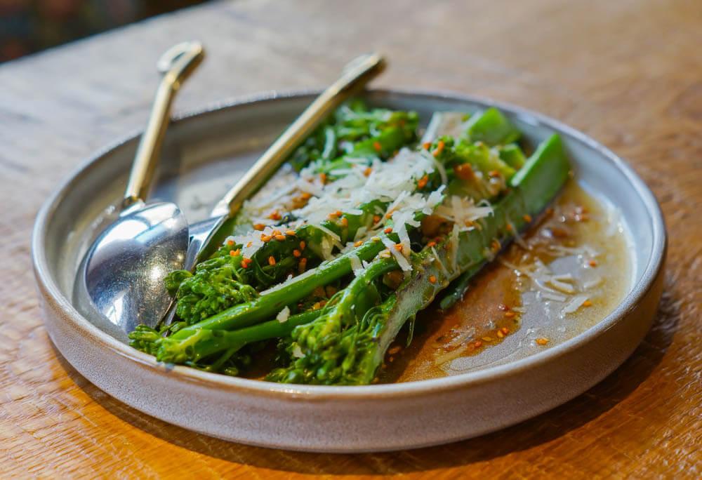 Broccolini mit Parmesan, Sesam und Teriyaki-Sauce - Gesunde Gemüseküche 1