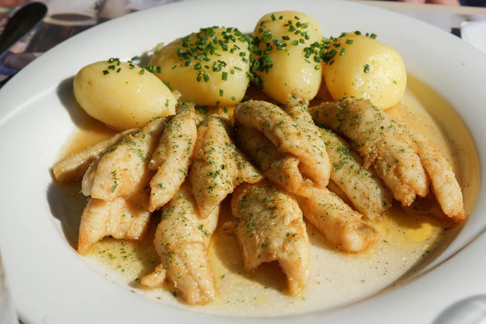 Gebratene Egli-Filets vom Murtensee mit Kartoffeln