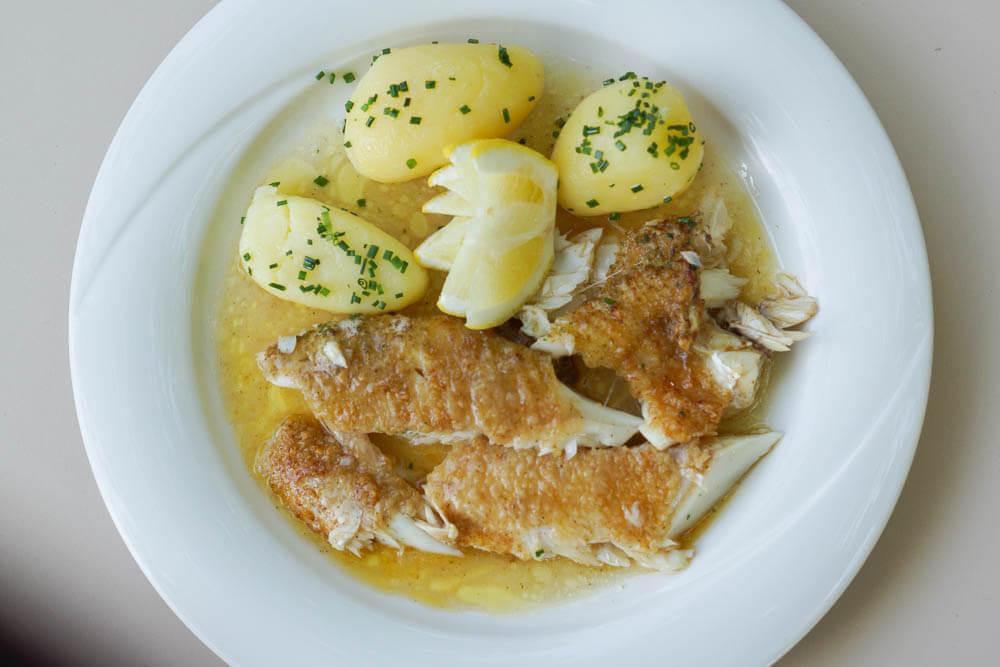 Grandioser Hecht vom Murtensee mit Kartoffen und Buttersoße